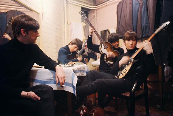 The Beatles Polska: Rzadkie, kolorowe zdjęcie Beatlesów z 1963 roku